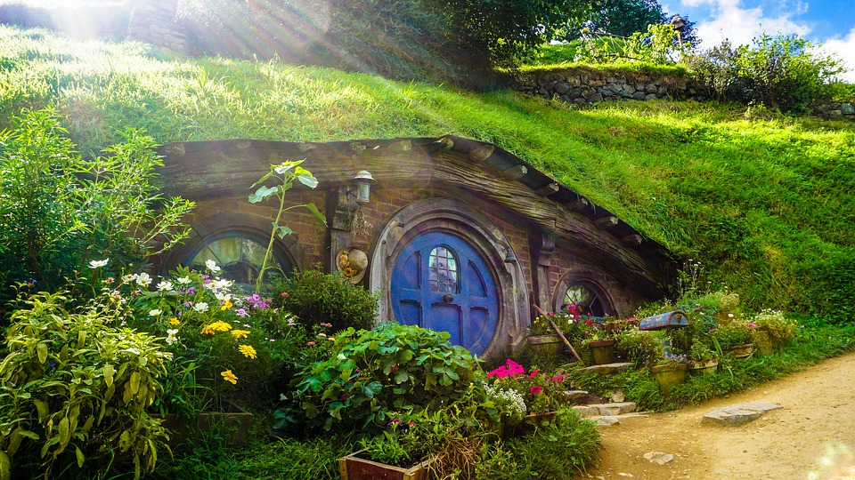 Where are some of the most iconic #filmlocations where your favorite #movies and #tv shows were shot? Here are 5 of the best #filmgeeks , #fanboys , & #fangirls will love! #traveldestinations #filminglocations #movietours #hobbiton #starwars #lotr #gameofthrones #outlander #sherlock #indianajones #soundofmusic #doctorwho #theglobalgadabout #travelblog #travelblogger